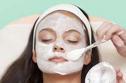 4 Ways to Reap the Many Beauty Rewards of Greek Yogurt