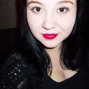 Simple Eye Makeup With a Bold Red Lip