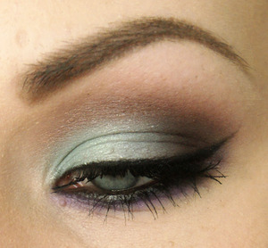 Blue, brown and purple makeup ain't so wrong? ^^