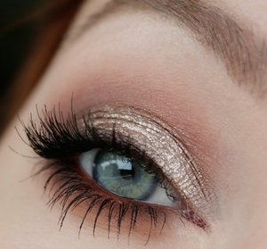 "MAC eyeshadows – Blanc Type, Malt, Swiss Chocolate, Folie, Handwritten, Rule Maybelline Color Tattoo – On and on bronze with ""Hema nude metallic Eyemousse"" on top NYX slide on eyeliner – Golden Bronze Maybelline Lash sensational mascara Individual lashes"
