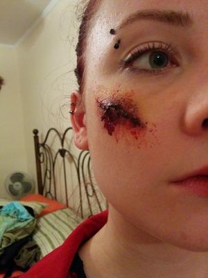 Using injury pack paints, flesh latex, cinema and standard fake blood