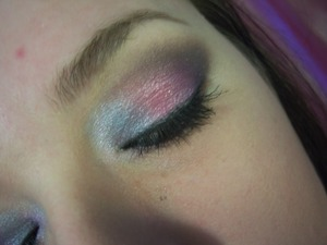 http://mindbodybeauty.blogspot.com/2012/03/fotd-colorful-smokey-eye.html