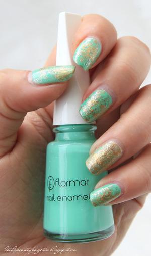 more photos here: http://littlebeautybagcta.blogspot.ro/2013/01/mint-gold-saran-wrap-nails.html