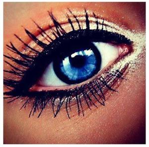 Super light eye makeup with heavy eyeliner and mascara !