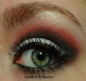 http://deathbypolkadot.com/carolina-hurricanes-makeup/