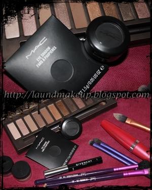 http://laundmakeup.blogspot.com/2011/08/look-1r-smokey-carbon-nehru.html