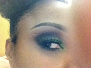Using complementary colors to get a smokey eye