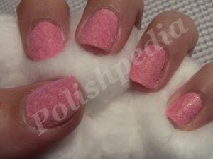 Love pink velvet nails!