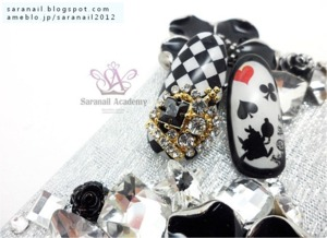 http://saranail.blogspot.kr/2013/12/crown-nail-part-alices-adventures-in.html