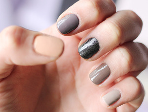 Black sparkling nail polish - Makeup Store Johanna