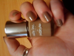 Free with Instyle magazine  Nails inc polish in fashion fawn
