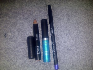 Kiko Pencil Lip Gloss in 03 - beigy colour Kiko Definition Waterproof Liquid Eyeliner in 3 - Bright Turquoise. This will only come off with an oily makeup remover, it is that waterproof! Kiko Glamorous Eye Pencil in 406 - bright purple!