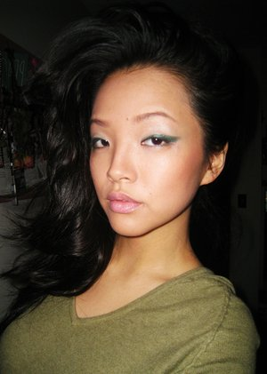 ::dAy 8:: green eyeliner...winged out!!