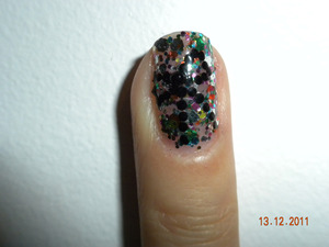 *Pictures does not do this polish justice!* Up close: Multi coloured glitter with a black gem and dot bow