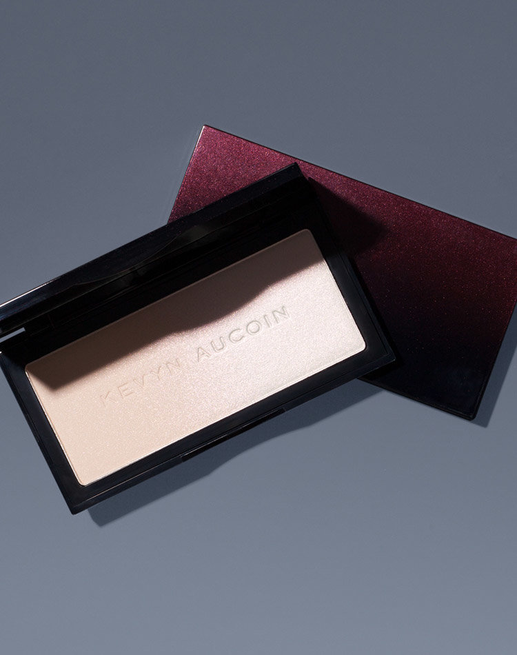 Alternate product image for The Neo-Setting Powder shown with the description.