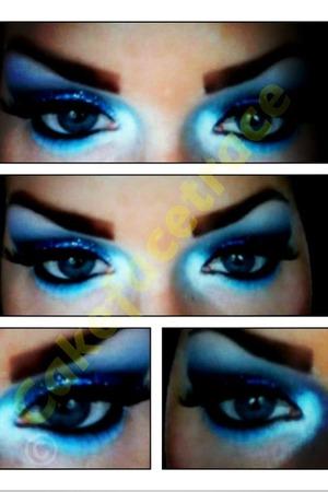 Blue glitter eye