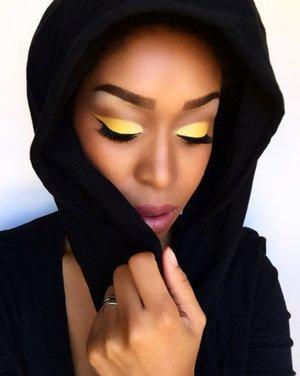 Limon (TBT) 🍋 #mua #makeup #makeupartist #artist #yellow #harjessi #makeupbyme #black #dallasmua #houstonmua