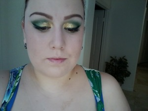 maybelline eyeshadow in sea sprite MAC msf in perfect topping