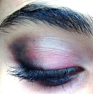 Like it? I first placed a duo toned blue color on my lids then added black to smoke it out the I wanted to play with it a bit so I added some red on top of the duo toned blue.
