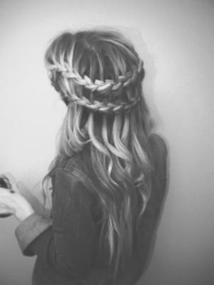 Tier your Summer Braids and release in flowing waves