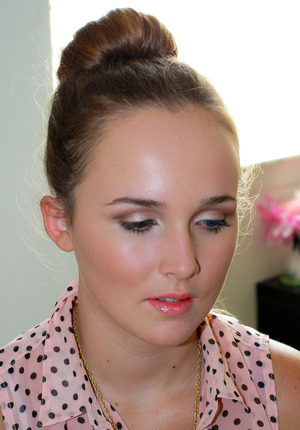 This is a trendy and put together makeup look that takes under 15 minutes to create. Get the look by checking out my blog post and tutorial: http://www.prettyinpigment.com/2013/08/back-to-school-makeup-trendsetter.html