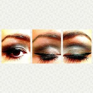 Smokey eye w/ gold liner