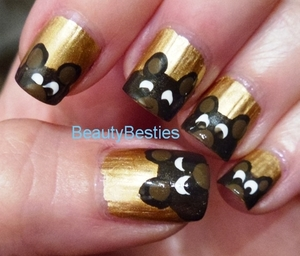 Teddy bear nail art xx http://beautybesties.wordpress.com/2011/09/14/teddy-bear-nail-art/
