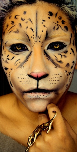A friends ask me for a makeup look inspired in a Jaguar, and this it what I came up with, what do you think?