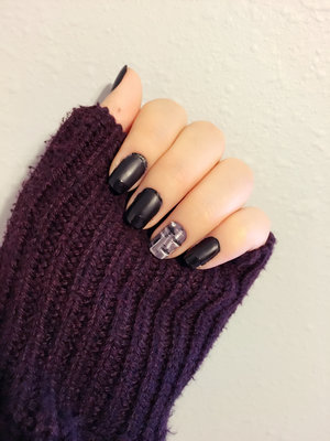 Black matte nails with shiny tips and gray knit design on one of the nails