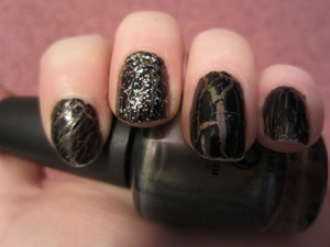 OPI - Not like the movies & CG Crackle Glaze Black Mesh