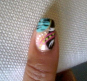 Turquois abstract nail design Sheer Pink Base - Spoiled by Wet n Wild Turquois color - Wet n Wild megalast Black color - L.A. Colors Green dots - Sinful Colors Stripes & Dots - Kiss Nail Art & Acrylic Paint