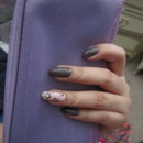 Grey with a Pastel Daisy ring finger