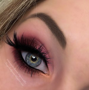 This is my take on what Barbie would wear come New Years :)!  I personally think this is a great alternative for those who don't want to wear dark smokey eyes but still want to stand out on New Years!  http://theyeballqueen.blogspot.com/2015/12/barbies-new-years-smokey-eye-makeup.html