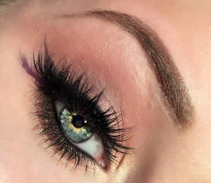 Close up of the eye makeup :)! Kept it simple, smokey and gorgeous, anyone can pull it off. Click here for the blog post: http://theyeballqueen.blogspot.com/2016/06/under-10-minutes-glam-warm-toned-brown.html