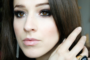 Smoky eyes http://brunettesheart.blogspot.com/