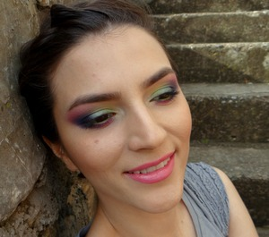 http://www.theglamcrush.com/2013/03/colorful-with-sleeks-monaco-palette.html