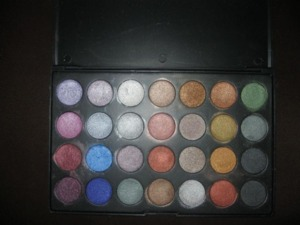 28 Pearlescent Palette