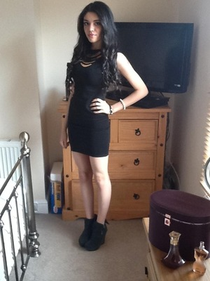 Can't go wrong with a little black dress! With wedges