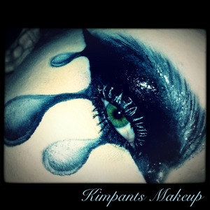 This is my idea of relaxing in the evenings... No particular inspiration other than the makeup itself.