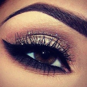 How do you make your eyebrows so perfect? it seems not possible!!!!
