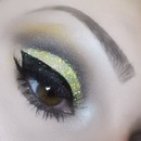 3D Gold cut crease eyeshdow