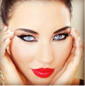 I did this heavy makeup (well for me it is heavy) for fun. To see what I would look like with bold eyes and bright lips. I think it's too much for me, but what do you girls think? xo