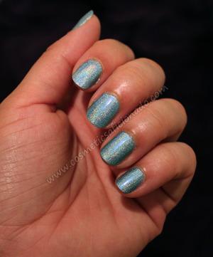 http://www.cosmeticsaficionado.com/2011/06/nail-of-day_25.html