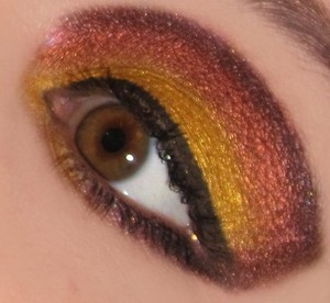 Used Lime Crime China Doll Palette. Looks like a good fall look. :) http://www.bethysbeautyspot.com/Gryffindor-Inspired-Eye-Look-24581961