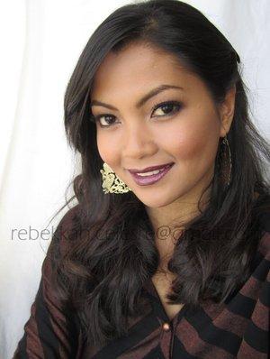 My favorite fall makeup look sporting dark plum lips.