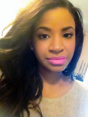 "Using maybelline Vivid lipstick ""Pink Pop"""