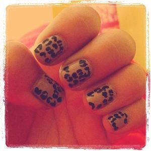 Neutral animal print nails. :)