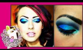 Blue cut crease: Glam Eyez