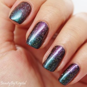 Week 1 of the #busygirlnails Fall Nail Art Challenge is SPONGING, so I paired my two favorite Mrs. P's Potions Autumneleon shades for a multi-chrome gradient, and a holographic top coat for extreme glitz and glam! http://www.beautybykrystal.com/2014/11/multi-chrome-sponged-manicure.html
