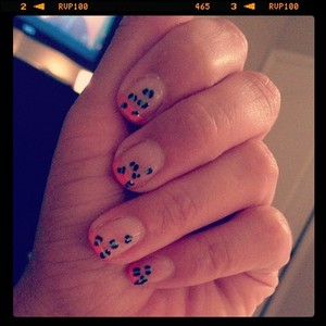 My first try at Leopard Nails :)